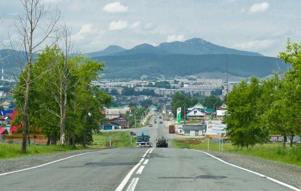 Гора Малиновая возвышается