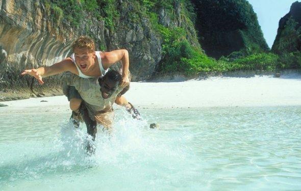 Веселый кадр из фильма Пляж